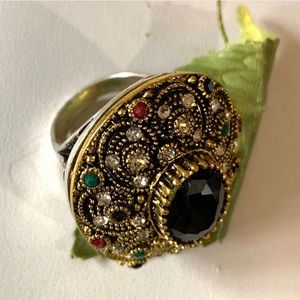 ANTIQUE STYLE GEMSTONE RING
